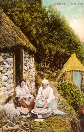 Des maisons Portugaises semblables o village d´Astérix. Postal11