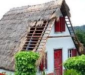 Des maisons Portugaises semblables o village d´Astérix. T110