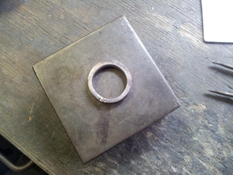 Un autre step by step d'un corps de bague couteau en or gris 20121026