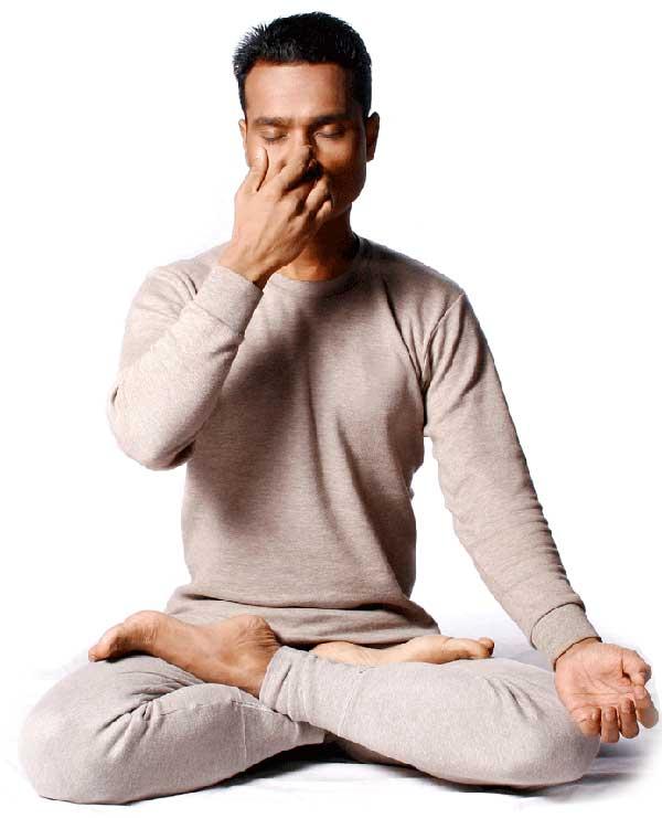 Jala neti est une technique de yoga, pour nettoyer le nez Pranay10