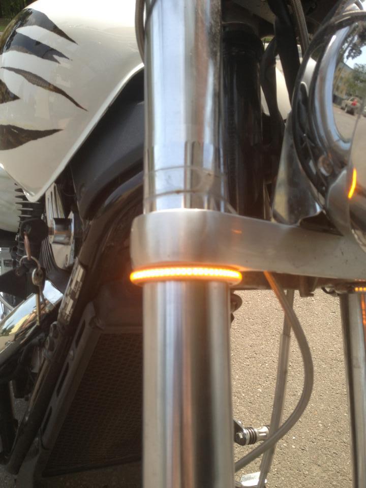 """Fork mounted """"wrap around"""" blinkers. Blinke10"""