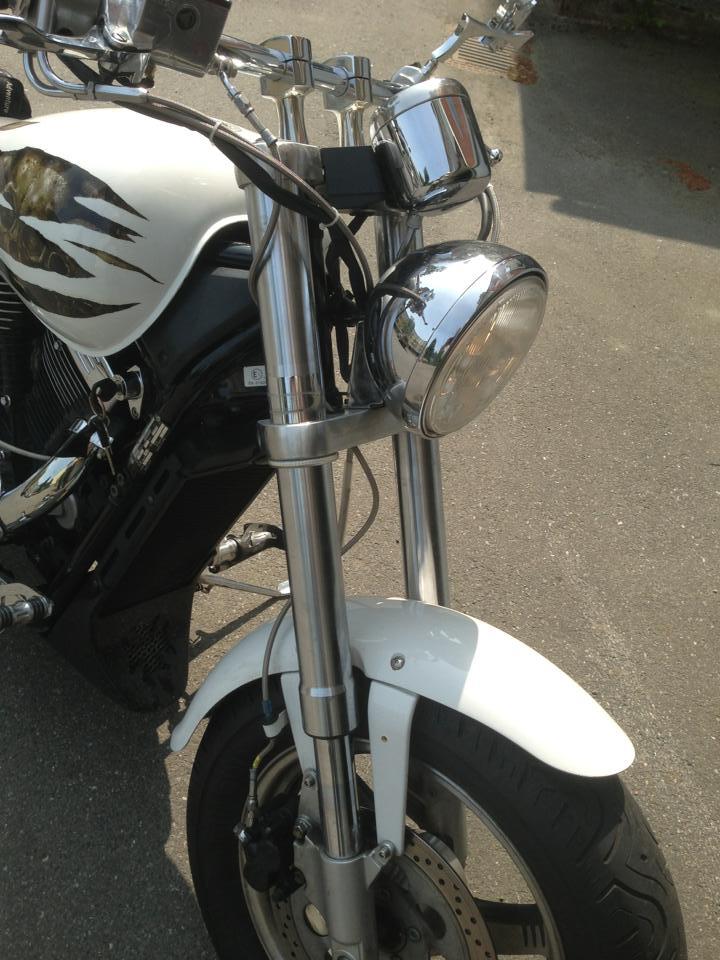 """Fork mounted """"wrap around"""" blinkers. Blinke11"""