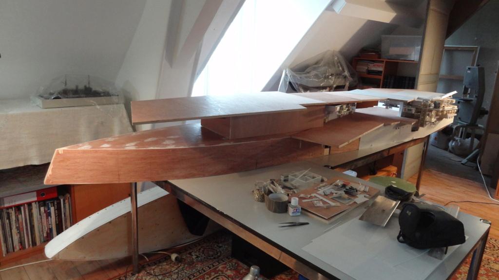 Porte-aéronefs de pure invention au 1/72° Dsc07012