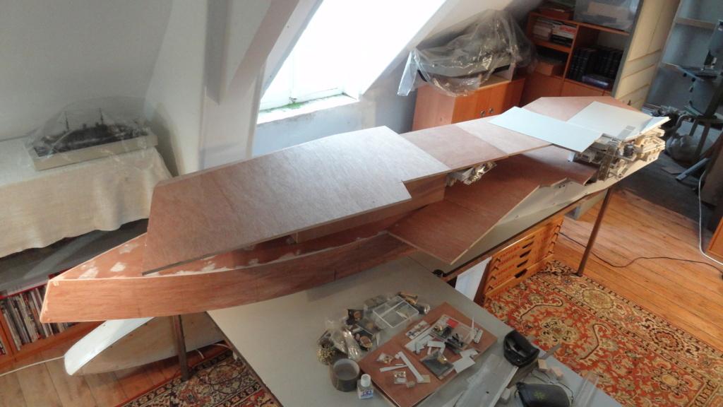 Porte-aéronefs de pure invention au 1/72° Dsc07015