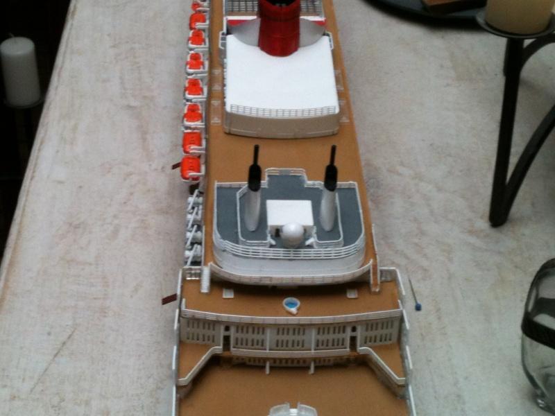 Queen Mary 2,1/400 de revell Img_0810
