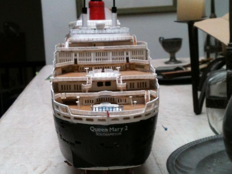Queen Mary 2,1/400 de revell Img_7311