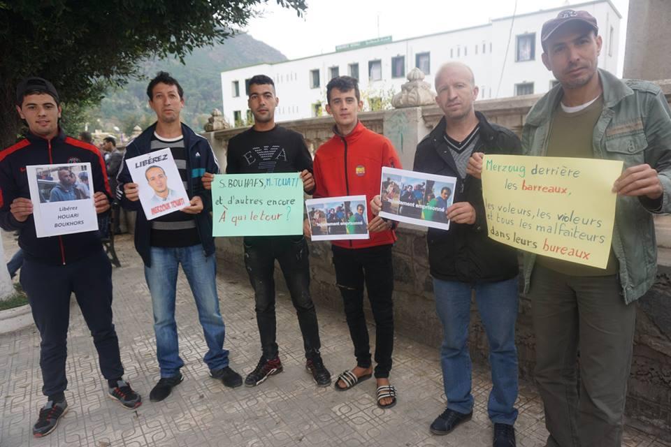 Rassemblement pour la libération de Merzouk Touati et tous les détenus d'opinion à Aokas le samedi 24 novembre 2018 à 10 h 30 1056