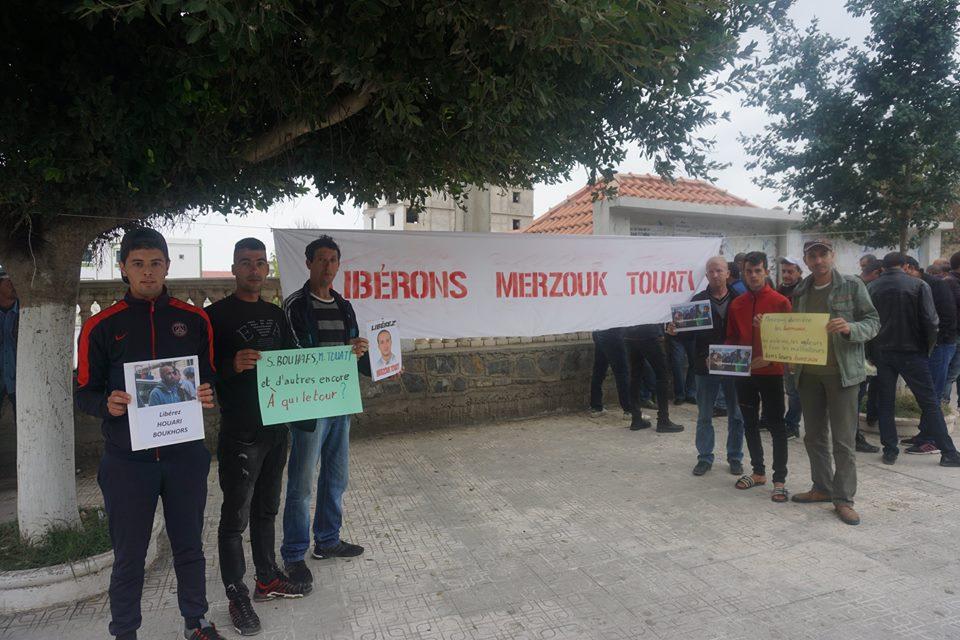 Rassemblement pour la libération de Merzouk Touati et tous les détenus d'opinion à Aokas le samedi 24 novembre 2018 à 10 h 30 1057