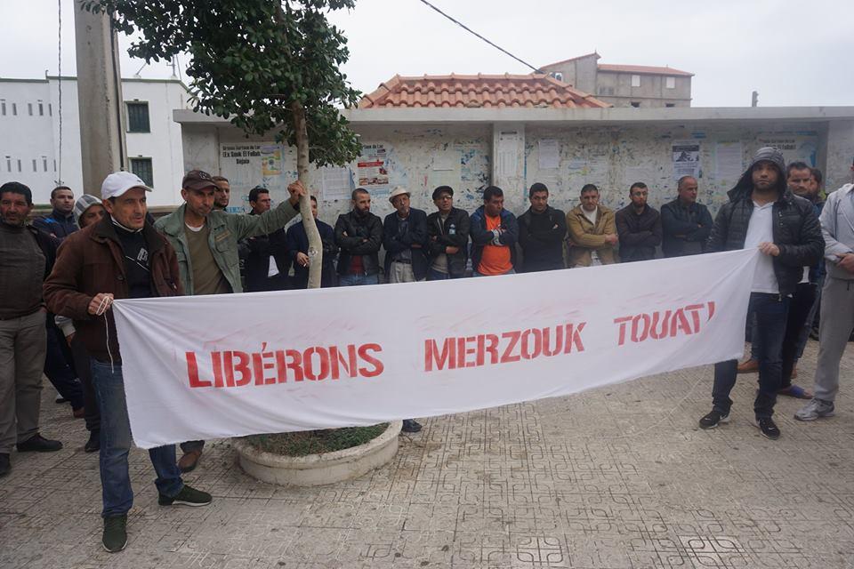 Rassemblement pour la libération de Merzouk Touati et tous les détenus d'opinion à Aokas le samedi 24 novembre 2018 à 10 h 30 - Page 2 1065