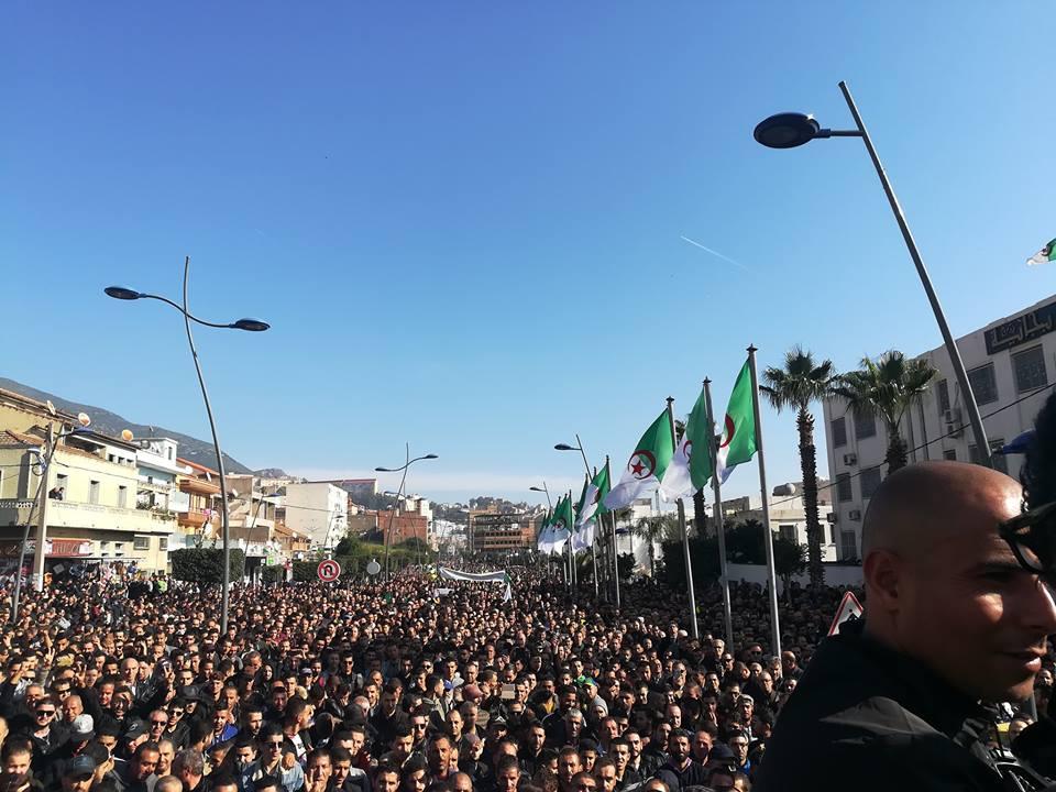 Béjaïa : une marée humaine dans la rue contre le blocage de Cevital le mardi 11 décembre 2018 2035
