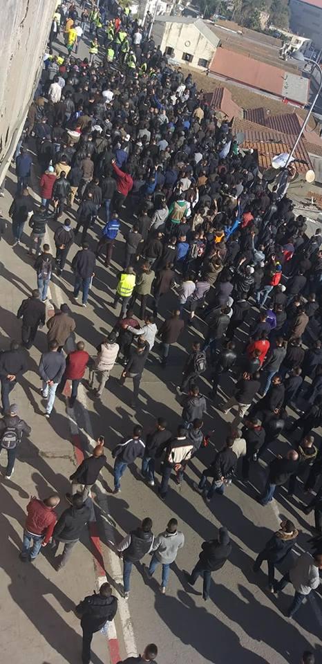 Béjaïa : une marée humaine dans la rue contre le blocage de Cevital le mardi 11 décembre 2018 2043
