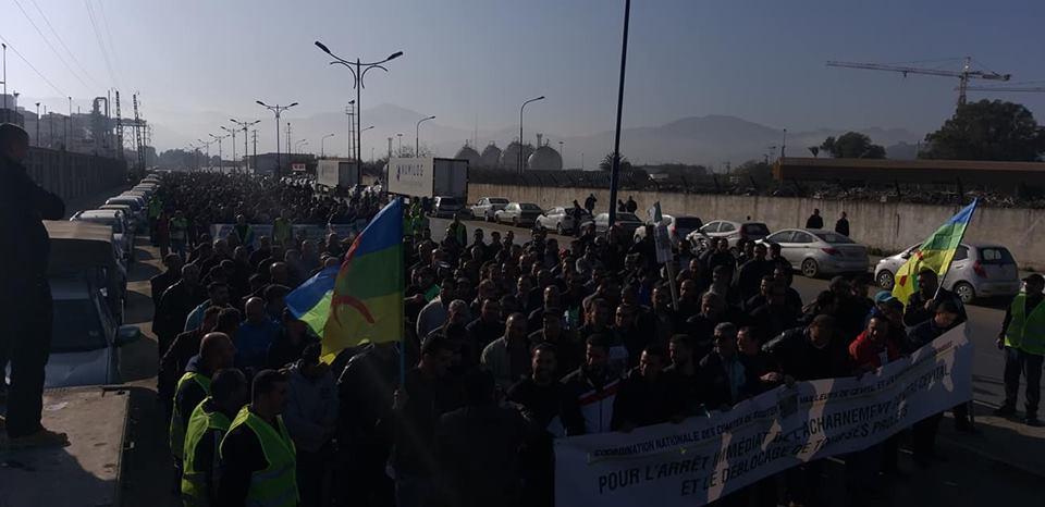 Béjaïa : une marée humaine dans la rue contre le blocage de Cevital le mardi 11 décembre 2018 2047