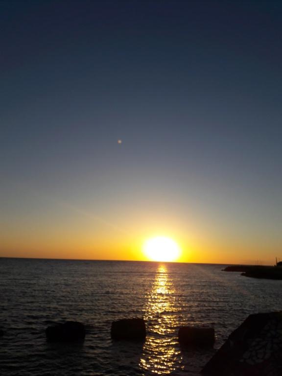 I tramonti più belli hanno bisogno di cieli nuvolosi. (Paulo Coelho)   20190714