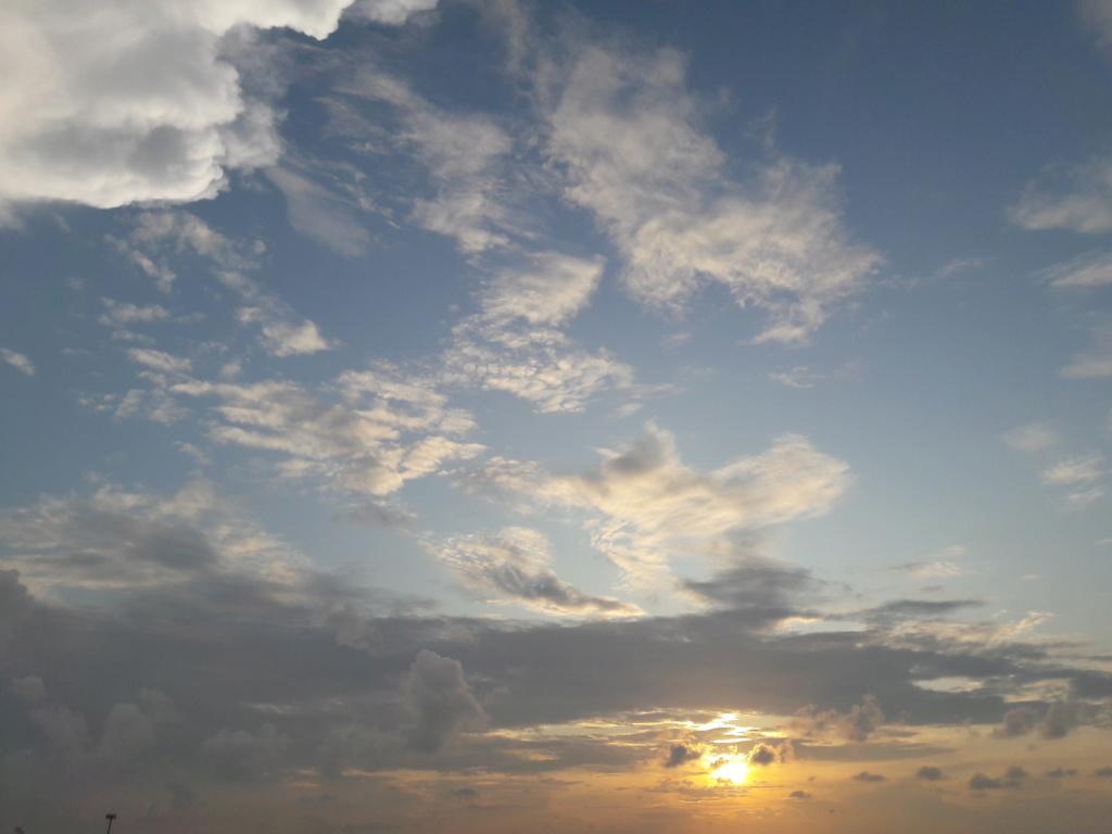 I tramonti più belli hanno bisogno di cieli nuvolosi. (Paulo Coelho)   20190910