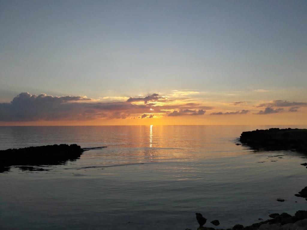 I tramonti più belli hanno bisogno di cieli nuvolosi. (Paulo Coelho)   20200119