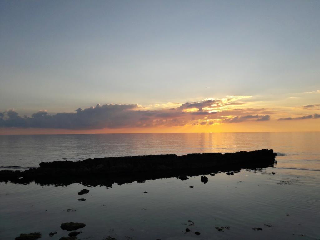 I tramonti più belli hanno bisogno di cieli nuvolosi. (Paulo Coelho)   20200122