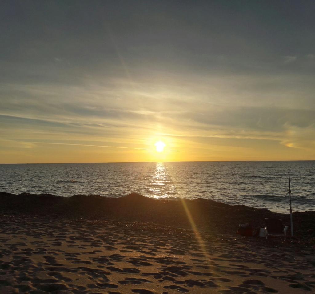 I tramonti più belli hanno bisogno di cieli nuvolosi. (Paulo Coelho)   20201121