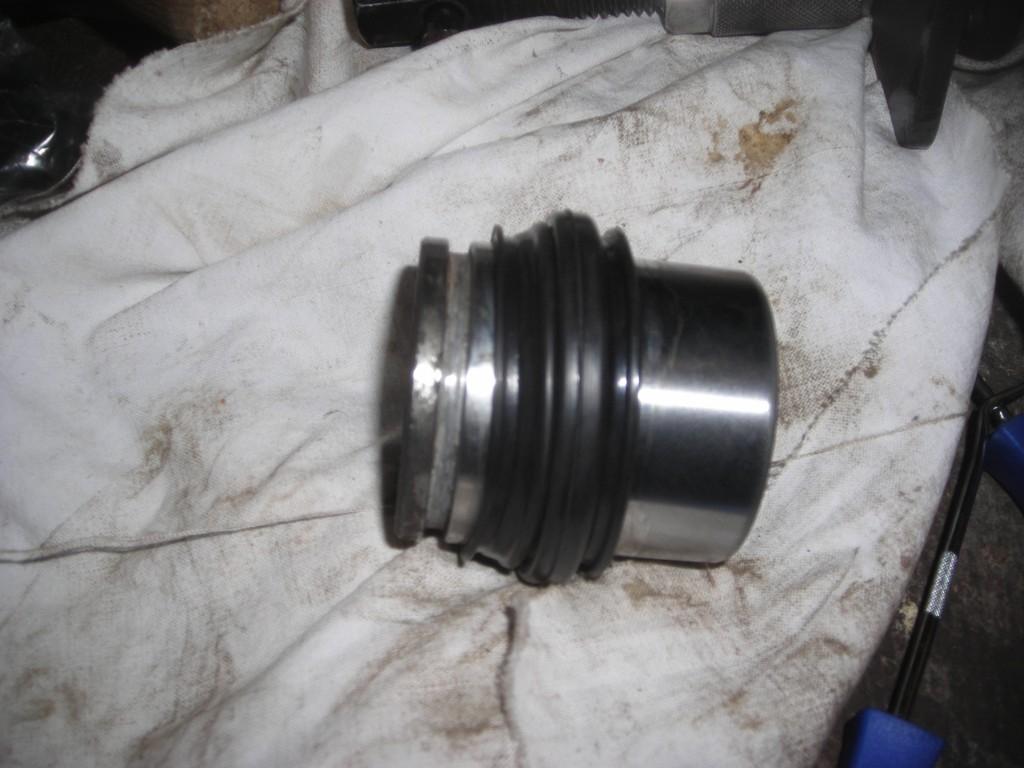 Comment rénover les étriers de freins sans huile de coude Dscn4317