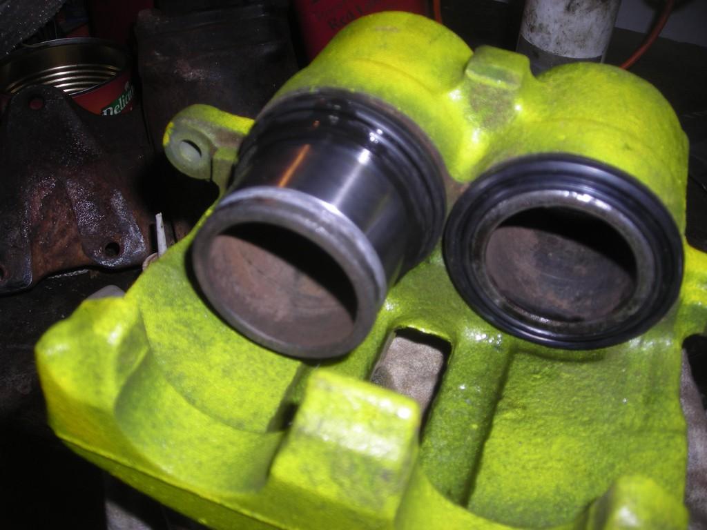 Comment rénover les étriers de freins sans huile de coude Dscn4319