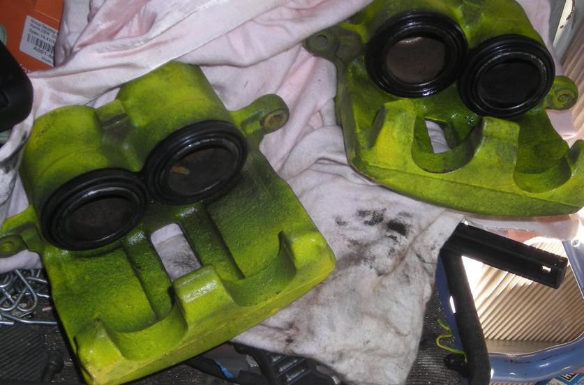Comment rénover les étriers de freins sans huile de coude Dscn4320