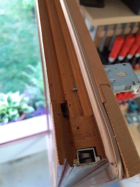 Changement vitrage cassé sur fenêtre de l'atelier 20190510
