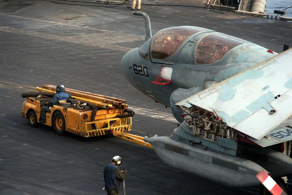 [Montage fini] A-7E Corsair II - 1/72 - Page 7 1d68ef10