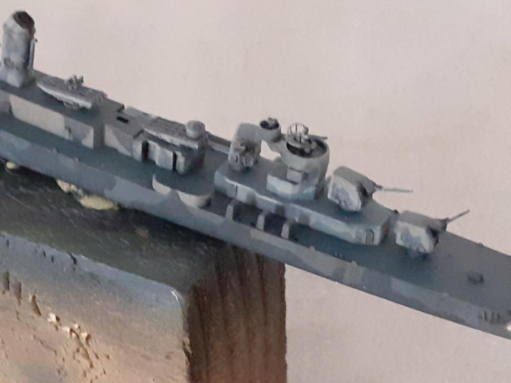 Premier rôle à Guadalcanal - USS Fletcher DD-445 (Tamiya 1/700) - Page 4 20202591