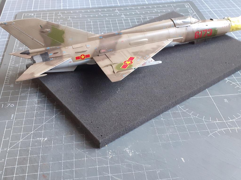 MiG-21 PFM Viet Air Force (Eduard 1/48°) par Canard - Page 4 20210855