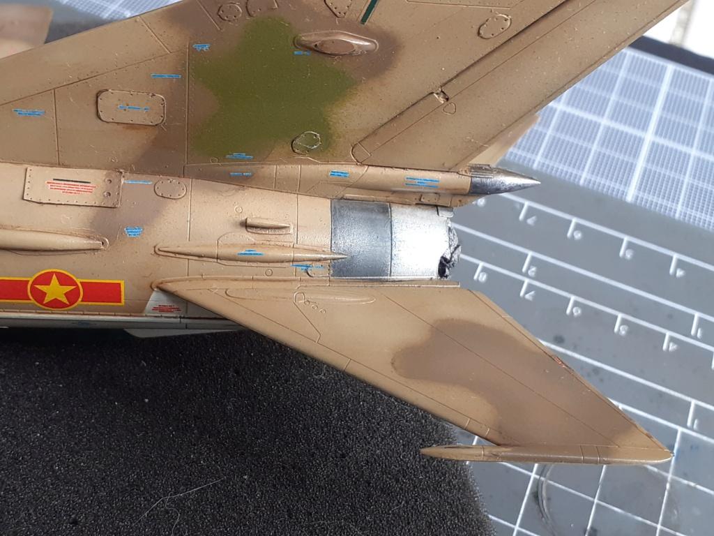 MiG-21 PFM Viet Air Force (Eduard 1/48°) par Canard - Page 4 20210937