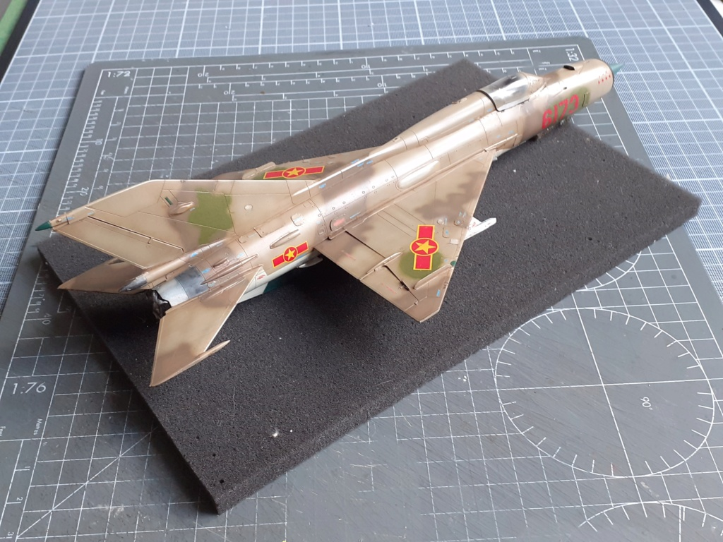 MiG-21 PFM Viet Air Force (Eduard 1/48°) par Canard - Page 4 20210945