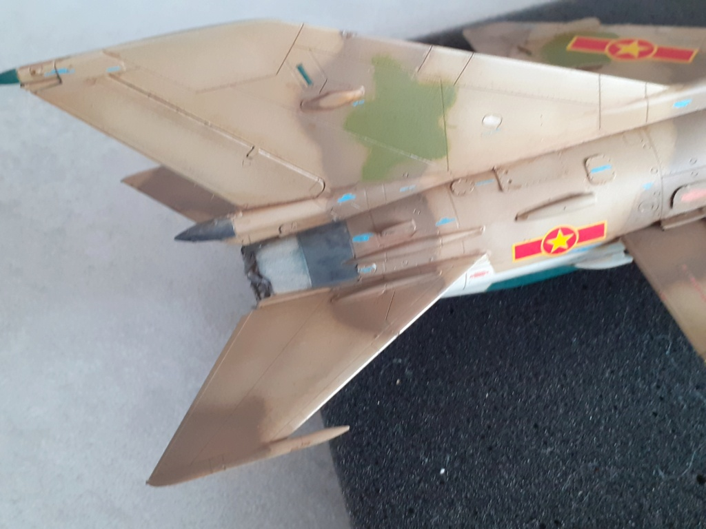 MiG-21 PFM Viet Air Force (Eduard 1/48°) par Canard - Page 4 20210995