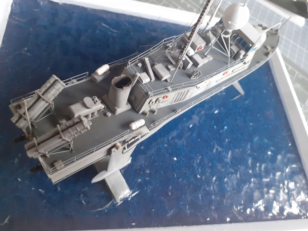 USS Pegasus PHM-1 (Hobby Boss 1/200°) - Page 4 20211536