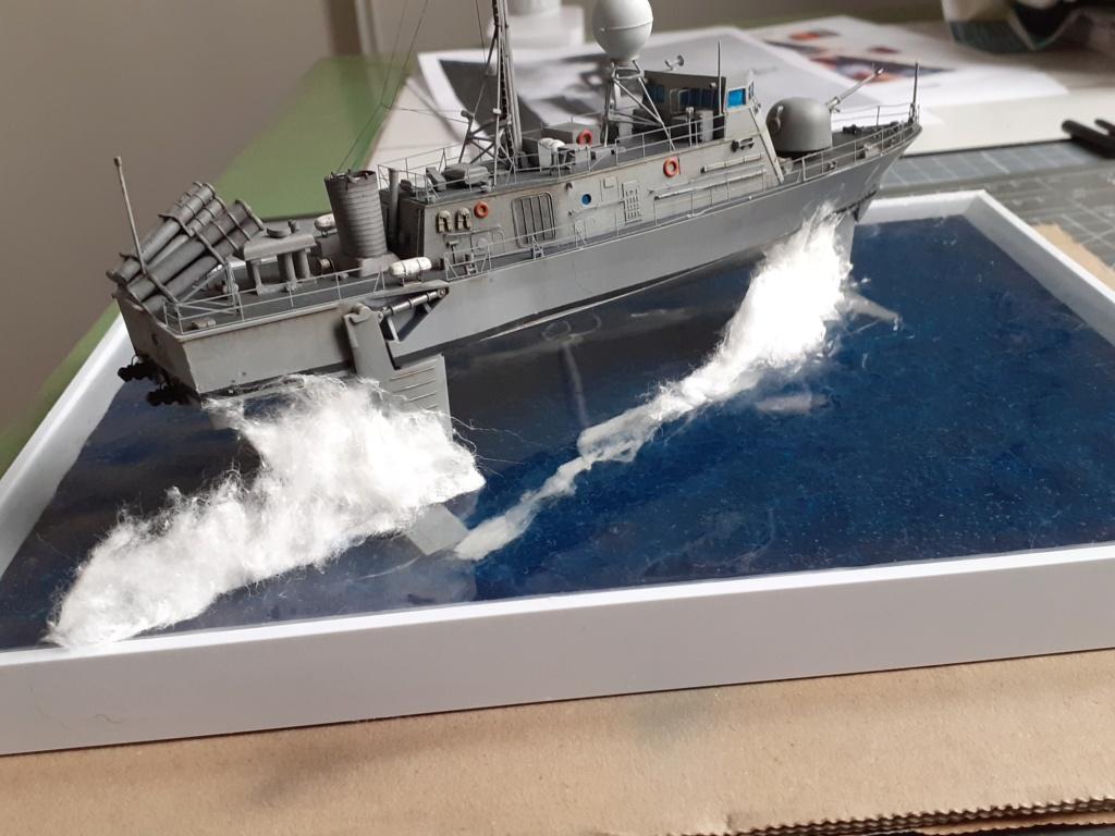 USS Pegasus PHM-1 (Hobby Boss 1/200°) - Page 5 20211587