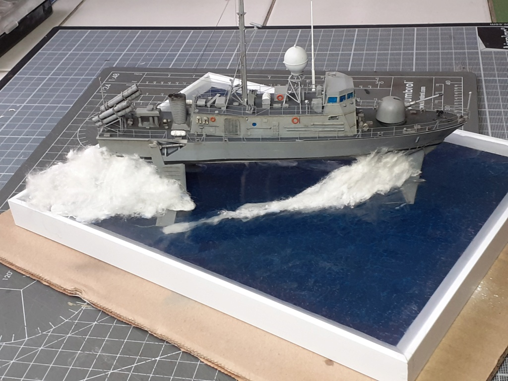 USS Pegasus PHM-1 (Hobby Boss 1/200°) - Page 5 20211593