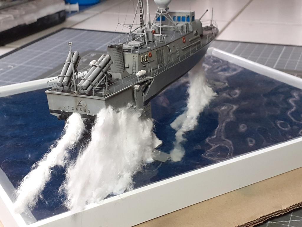 USS Pegasus PHM-1 (Hobby Boss 1/200°) - Page 5 20211600