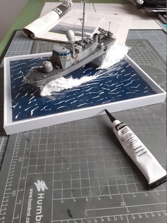 USS Pegasus PHM-1 (Hobby Boss 1/200°) - Page 6 20211643