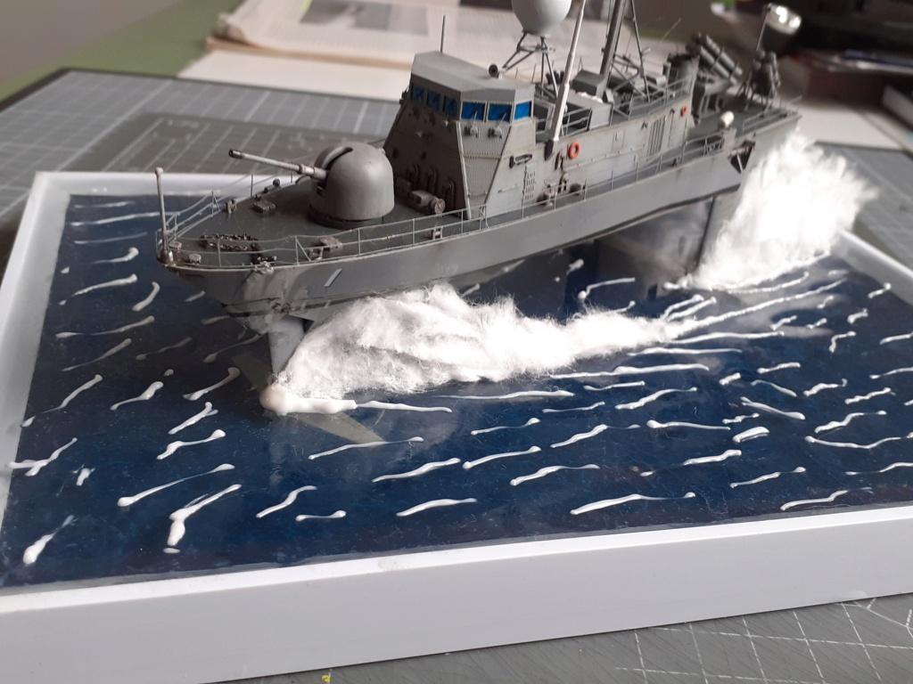 USS Pegasus PHM-1 (Hobby Boss 1/200°) - Page 6 20211646