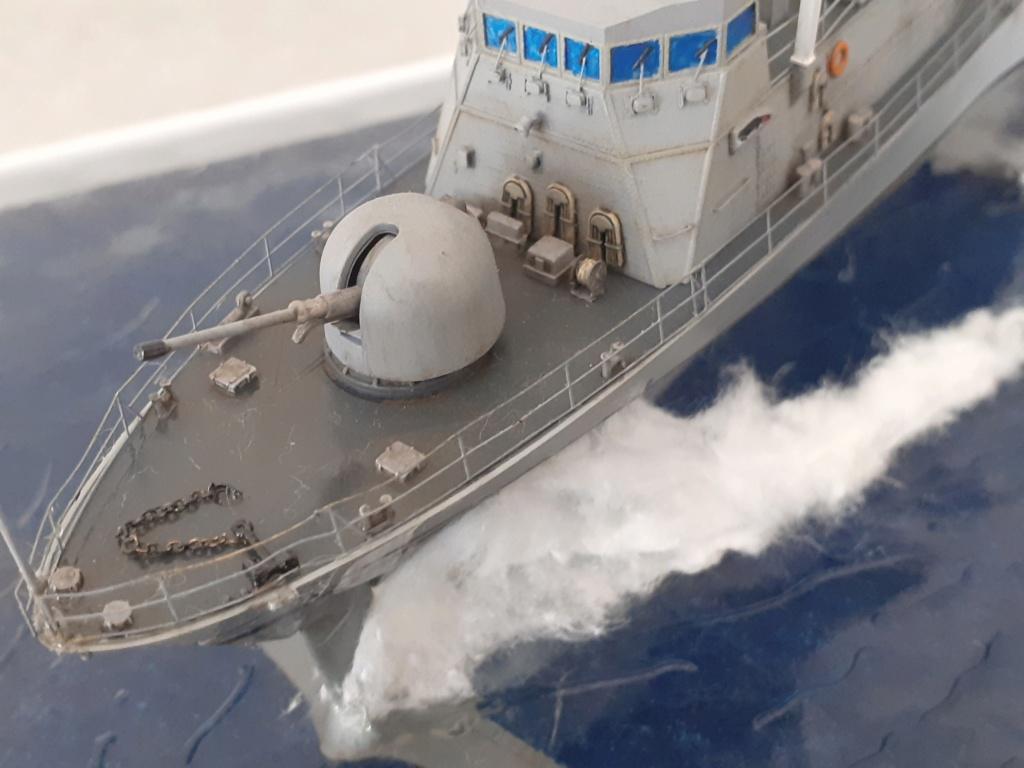 USS Pegasus PHM-1 (Hobby Boss 1/200°) - Page 6 20211660