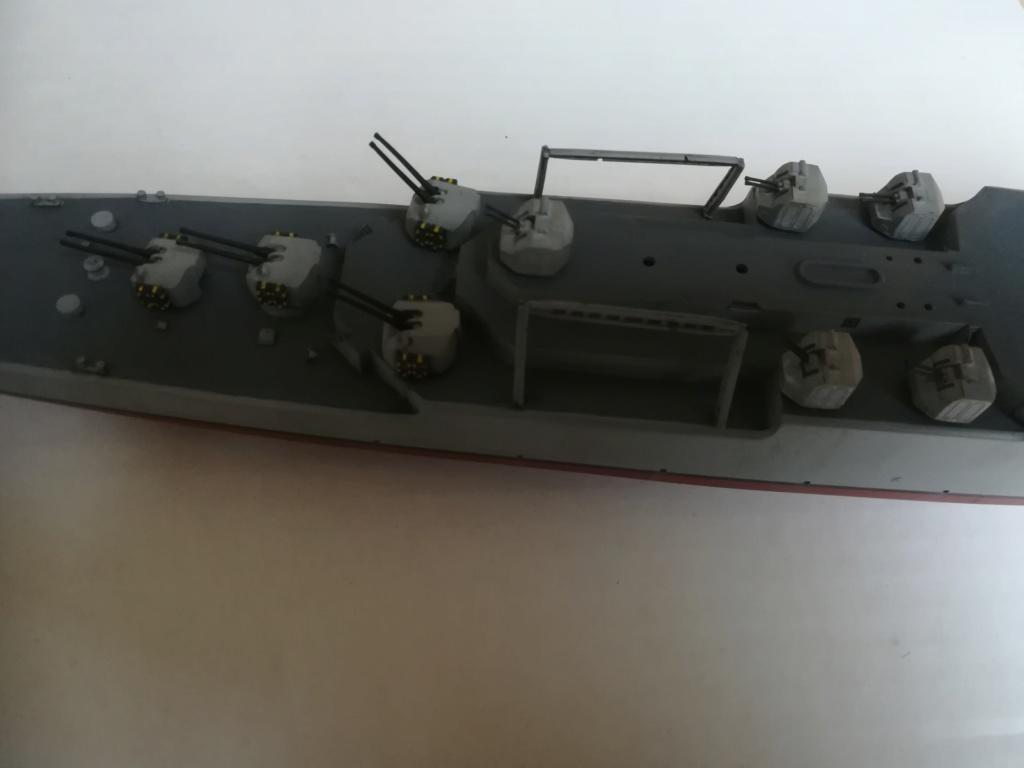 Le dernier croiseur - Croiseur Antiaérien Colbert C 611 - Heller 1/400 - Page 10 Img_1043