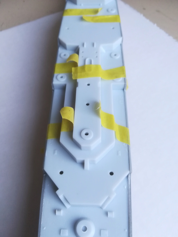 Le dernier croiseur - Croiseur Antiaérien Colbert C 611 - Heller 1/400 - Page 6 Img_2398
