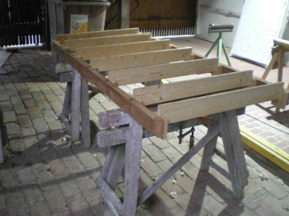 Sommier à ressors transformé en table à sciage Table-11
