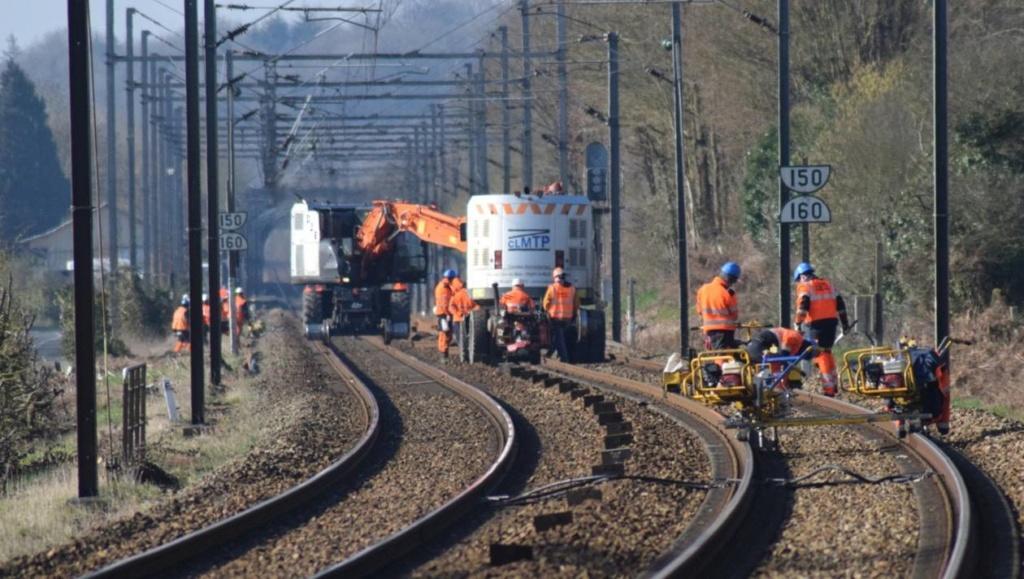 Ligne SNCF Le Mans- Rennes. le chantier de remplacement des rails progresse 93d58e10