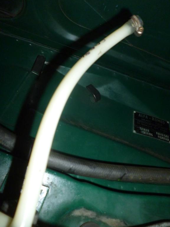 durite essence cassantes et caoutchouc fissurés P1050911