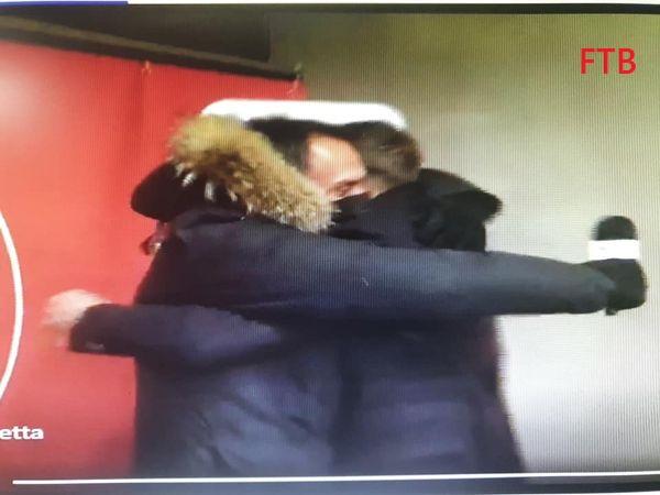 L'abbraccio di  Carrera  Di Gennaro 15197111