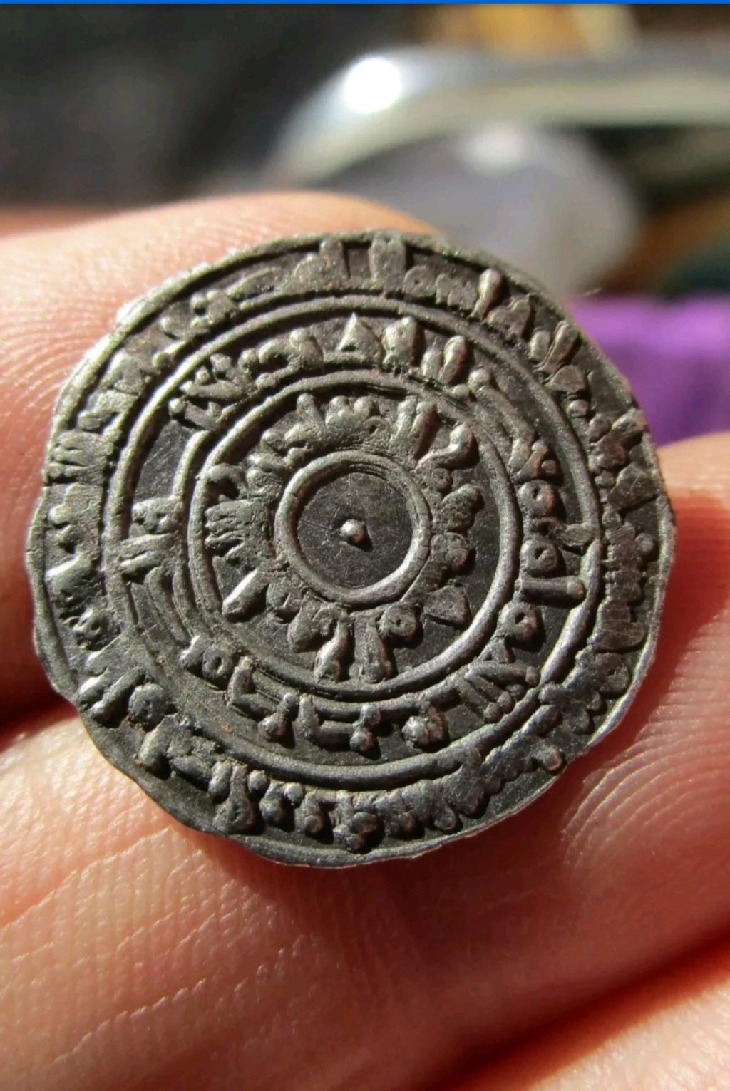 Medio dírham fatimí de al-Muizz, al-Mansuriyya, 357 H Img_2031