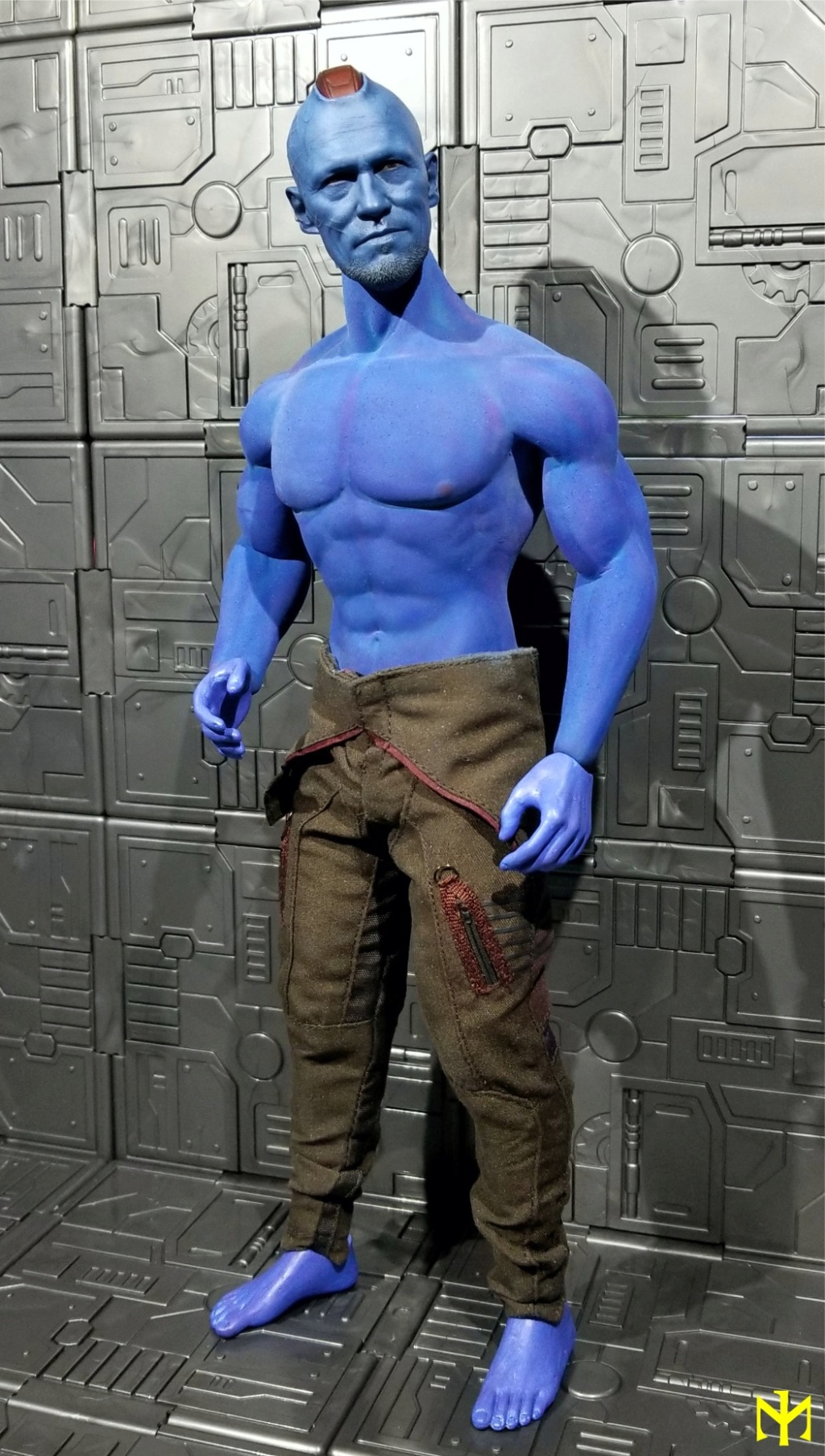 Painting seamless bodies Yondu010