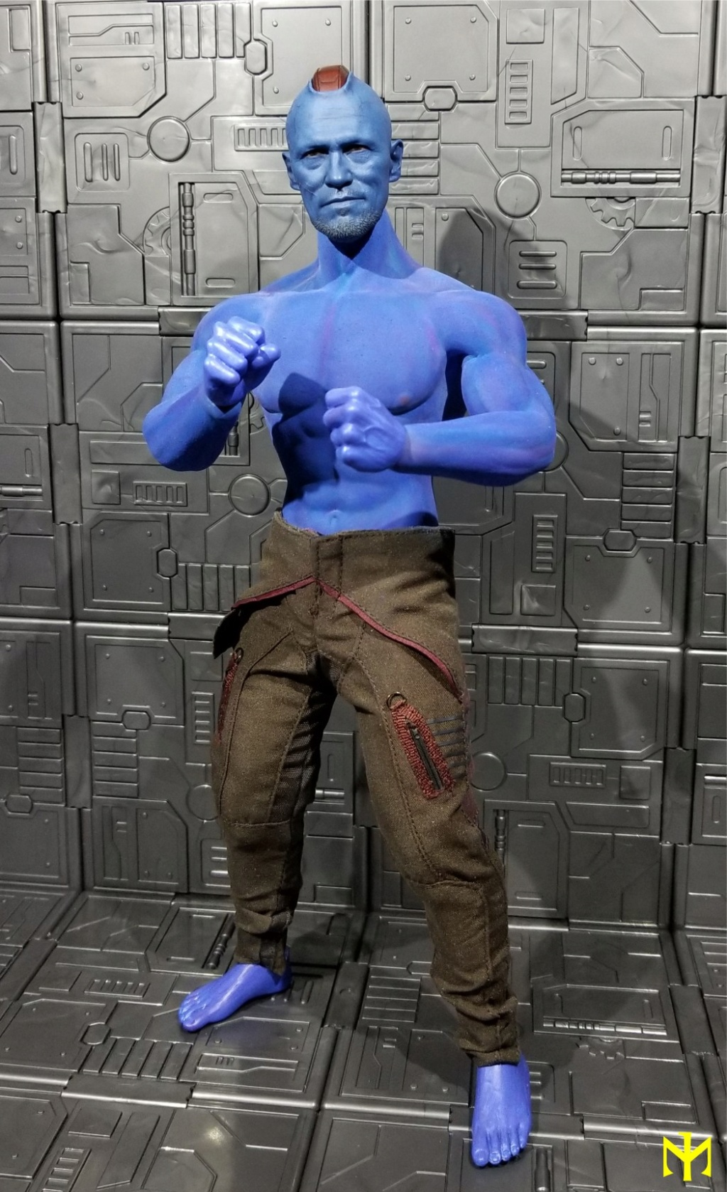 Painting seamless bodies Yondu011