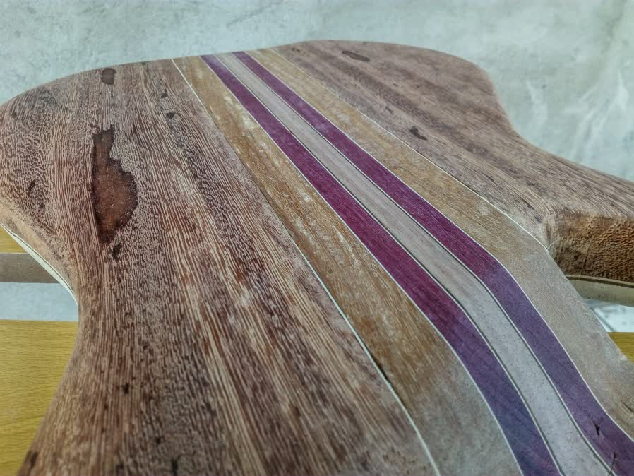 Eco guitar. corpo de baixo em Angelim. Psx_2011