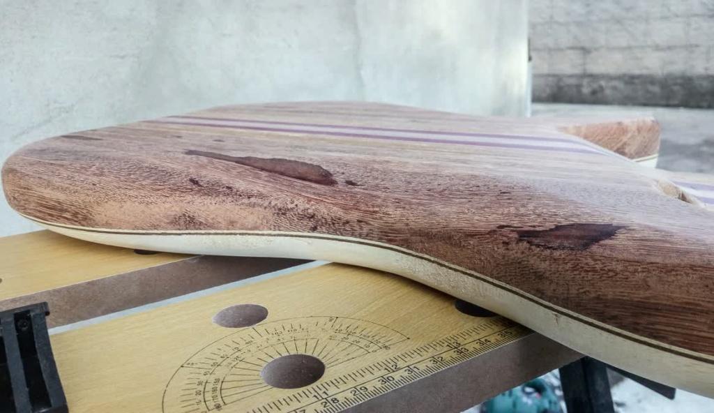 Eco guitar. corpo de baixo em Angelim. Psx_2012