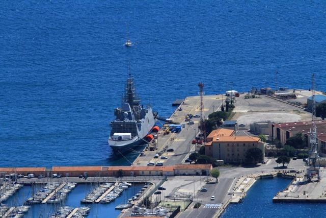 [LES PORTS MILITAIRES DE MÉTROPOLE] Mouvements de Bâtiments dans la rade de Toulon - Page 23 Img_3412